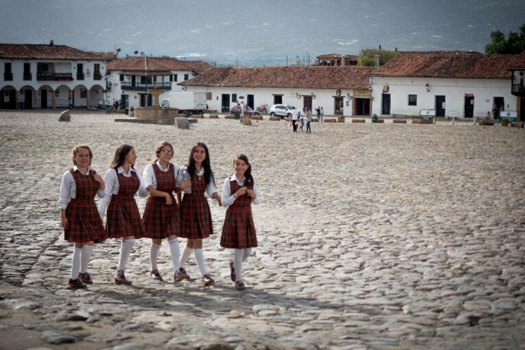 collégiennes sur la place de villa de leyva voyage en Colombie