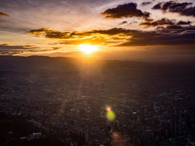 coucher de soleil sur bogota depuis le monserrate
