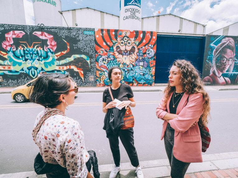 BogotArt Graffiti Tour, visite guidée en français du Street art à Bogota en Colombie